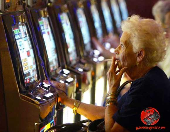 gioco-d'azzardo-slot-machine-bingo-anziani