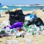 Plastica, mozziconi di sigaretta e metalli invadono le nostre spiagge