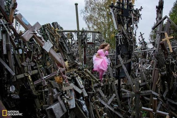 """Hideki Mizuda, """"Hill of Crosses"""", Šiauliai, Siauliu Apskritis, Lituania"""