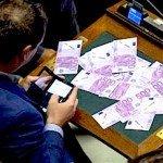 Lo Stato continua a distribuire denaro a palate ai gruppi parlamentari
