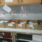 Foto shock dal Venezuela: Niente culle, neonati dentro scatole di cartone