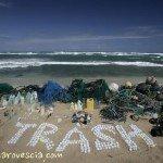 Il mare un minestrone di immondizia