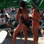 Sole, mare, bikini e… fucile in Israele