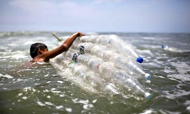 inquinamento bottiglie di plastica