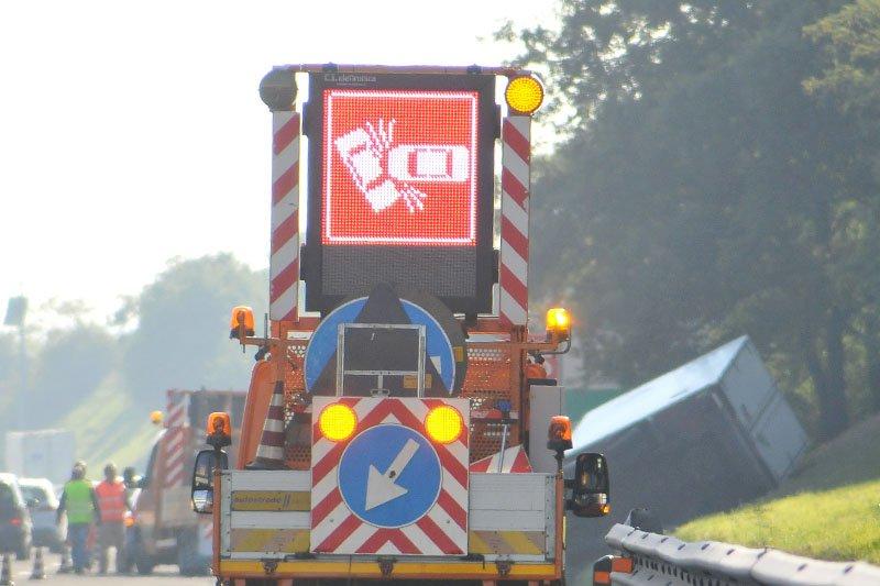 incidente autostrada-cartello luminoso