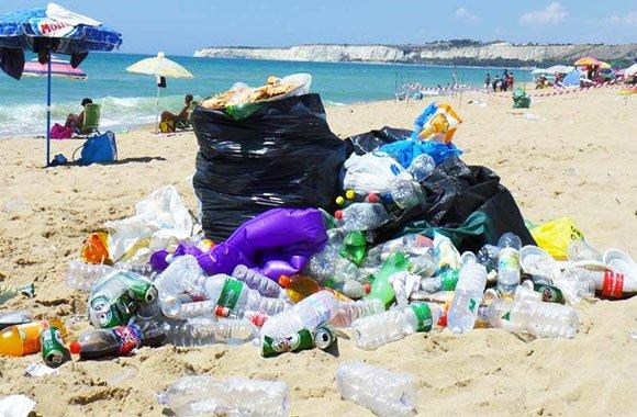 spiagge-sporche-plastica