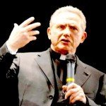 La grande truffa della finta beneficenza: Arrestato monsignor 30 milioni
