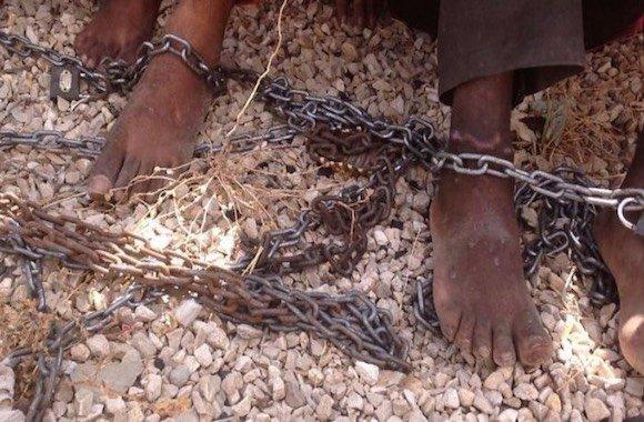 schiavi in catene