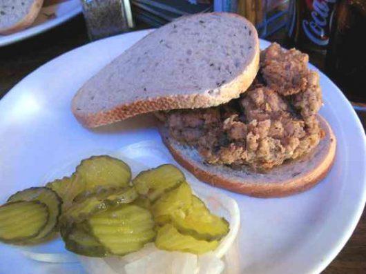 Sandwich con cervello di mucca fritto